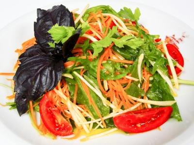 Салат овочевий з руколою