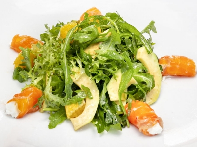 Салат з лосося та авокадо