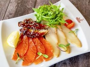 Рибне асорті (лосось, масляна, вугор)