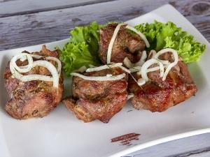 Шашлик із свинини під соусом барбекю