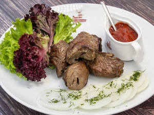 Шашлик з яловичини під гострим соусом