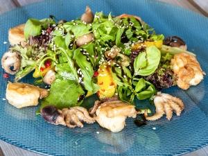 """Салат """"Азіатський"""" з морепродуктами"""